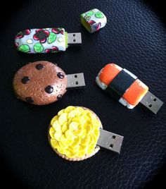 Clé USB.....La suite! Usb Drive, Usb Flash Drive, Hub Usb, Spy Gadgets, Diy School Supplies, Gifts For Photographers, Fimo Clay, Portable Charger, The Originals