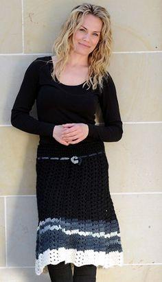 Gratis hækle- og strikkeopskrifter   Hæklet nederdel med strikket muslingemønster  Nederdel med vidde du selv kan hækle