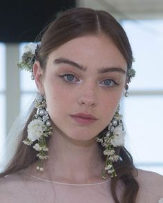 Fall 2017 Bridal Fashion Week brought new makeup inspiration for brides everywhere. We rounded up some of the most stunning beauty ideas from the runway shows and presentations, to inspire your own wedding makeup. Romantic Wedding Makeup, Wedding Makeup Tips, Wedding Makeup Looks, Bride Makeup, Hair Makeup, Eye Makeup, Makeup Geek, Prom Makeup, Romantic Weddings