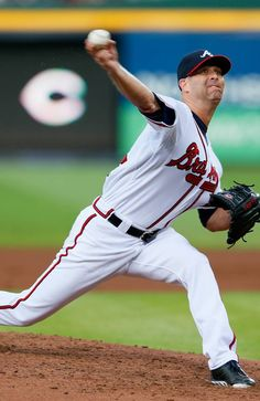 Tim Hudson #15 of the Atlanta Braves pitches against the Cincinnati Reds at Turner Field