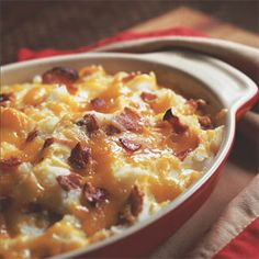 Potato Cauliflower Casserole Delicious and comforting, the cauliflower extends the potato dish without adding calories. Cauliflower Casserole, Cauliflower Potatoes, Potato Casserole, Casserole Recipes, Good Food, Yummy Food, Yummy Veggie, Recipe Finder, Summer Dishes