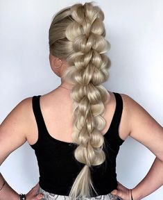 Now thats a braid! Do you like this braid? Now thats a braid! Do you like this braid? Curly Bob Hairstyles, Ponytail Hairstyles, Vintage Hairstyles, Girl Hairstyles, Curly Hair Styles, Hairstyles Videos, Quick Hairstyles, Formal Hairstyles, Summer Hairstyles
