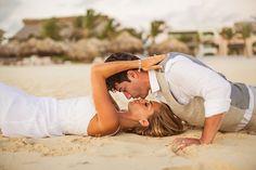 #color #trashthedress #bride #boda #fotografía #ideas #beach #nice #kiss #couples #couple #love #groom
