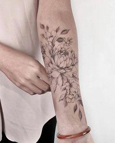 148 best sunflower tattoo designs in 2020 7 Trendy Tattoos, Sexy Tattoos, Body Art Tattoos, Small Tattoos, Girl Tattoos, Tatoos, Rosen Tattoo Frau, Natur Tattoo Arm, Plant Tattoo