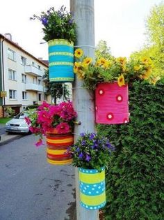Repurposing emply tin cans? Vertical gardening?  Yes, please. (Photo spotted on Pinterest; links tocadimodaci.blogcu.comas the source.)