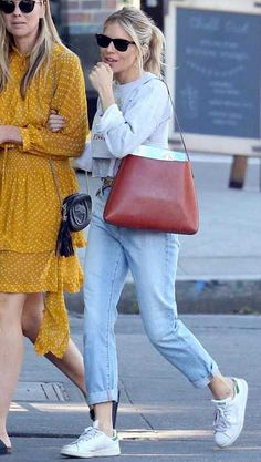 Sienna Miller in New York City, New York on Monday French Girl Style, My Style, Street Chic, Street Style, Sienna Miller Style, New York Summer, Winter Outfits, Casual Outfits, Tokyo Fashion