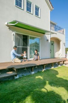 休日の家時間が愉しくなるウッドデッキ #ウッドデッキ #igstylehouse #アイジースタイルハウス Living Spaces, Living Room, Diy Deck, Japanese House, Plant Decor, Indoor Plants, My House, Diy And Crafts, Stairs