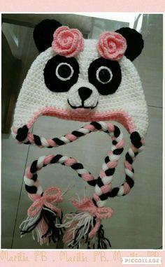 Touca de Ursa Panda utilizando a técnica do crochet.