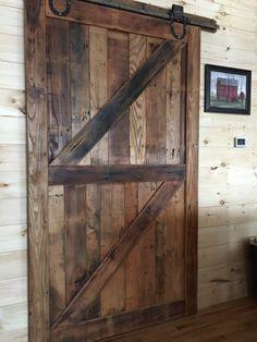 Puerta de granero rústico hecho por encargo por DownHomeLiving