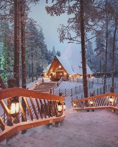 dream cabin Perfect vacation home! cabin life, cabin vibes, cabin in the winter, snowy cabin, cozy c Cosy Winter, Winter Cabin, Snow Cabin, Cozy Cabin, Winter Snow, Winter Poster, Winter Images, Winter Scenery, Christmas Aesthetic