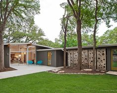 Atomic Ranch House Design Ideas : Contemporary Midcentury Exterior With Green Landscape In Contemporary Atomic Ranch Design