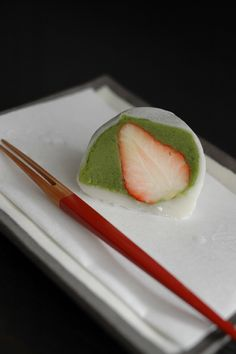 Ichigo Matcha Daifuku, Japanese Mochi Cake with Green Tea Paste and Fresh Strawberry|伊藤久右衛門 苺抹茶大福