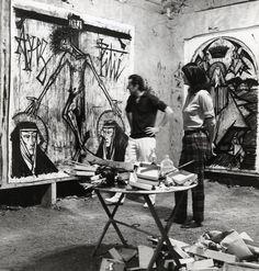 B.Manuel(PHOY009) : Photographie. Peintre. Bernard Buffet dans son atelier posant devant ses toiles. Tirage d'époque argentique orignal. Circa 1961. Tampon au dos. PHOY009. 350.00€