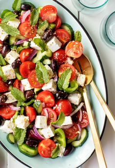 Greek Salad Recipe – Love and Lemons This Greek salad recipe is easy, refreshing, and loaded with flavor! Make it ahead for cookouts, pack it up for a healthy lunch, or serve it as a dinner side with your favorite pizza or pasta! Easy Greek Salad Recipe, Greek Salad Recipes, Best Salad Recipes, Summer Salad Recipes, Summer Salads, Healthy Recipes, Fish Recipes, Beef Recipes, Chicken Recipes