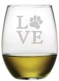 Love Paw Stemless Wine Glasses ~ Set of 4 For any animal lover, these glasses with a paw print cleverly etched within the word Love is a must have! Sure to bring a smile, these will make a great gift Recycled Wine Bottles, Painted Wine Bottles, Wine Bottle Crafts, Decorated Bottles, Bottle Art, Etched Wine Glasses, Painted Wine Glasses, Wine Glass Sayings, Wine Bottle Centerpieces