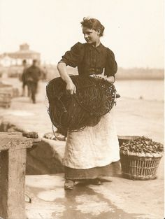 Frank Sutcliffe - Fetching The Lines Whitby Victorian Postcard c1800 F.M…
