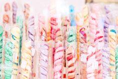 Gourmandises et sucreries, les sucettes sont un must des fêtes foraines 2013, ici petit aperçu du stand de sucettes de la fete des Tuileries