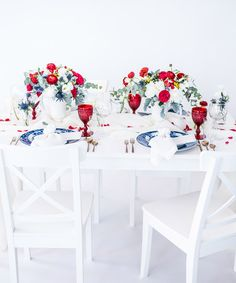 We teamed up with the talented team at Engaging Invites and our favorite party planner, Colin Cowie, to bring you this gorgeous of July party! Patriotic Party, 4th Of July Party, Fourth Of July, Patriotic Crafts, Fouth Of July Crafts, Dinner Party Table, July Wedding, Party Planning, Table Settings