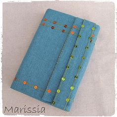 Protège-livre grand format bleu fait main en tissu : Autres sacs par marissia