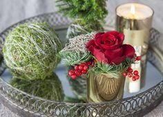 Rosedekorasjonen er også dekorativ på et pyntefat.