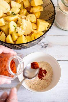 Cartofi noi la cuptor cu pesmet și usturoi | Bucate Aromate Cantaloupe, Fruit, Face, Red Peppers, Faces