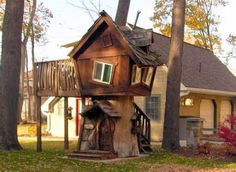 Best Crooked Tree House Design For Fun Childrens Playground 08 Cool Tree Houses, Fairy Houses, Play Houses, Cubby Houses, Crooked House, Crooked Tree, Building A Treehouse, Building A House, Treehouse Ideas