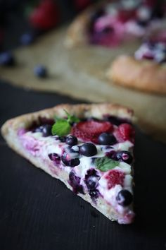 This mixed berry cheesecake pizza has a honey sweetened dough topped with mixed berries and a cheesecake sauce. Oven Recipes, Pizza Recipes, Dessert Recipes, Desserts, Campfire Recipes, Cooking Recipes, Mini Fruit Pizzas, Brick Oven Pizza, Wood Fired Oven