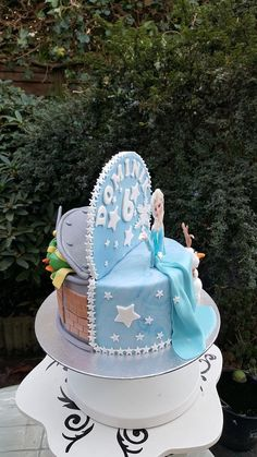 Double-sides birthday cake - cake by Gebakshoekje - CakesDecor Twin Birthday Cakes, 1st Birthday Party For Girls, Birthday Parties, Twins Cake, Novelty Cakes, Cupcake Ideas, Party Cakes, Cake Decorating, Brother