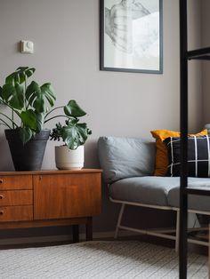 Kodin värikoodit sekä ennen ja jälkeen kuvat – Marulla | Meillä kotona Entryway Bench, New Homes, Living Room, Furniture, Walls, Home Decor, Colors, Entry Bench, Hall Bench