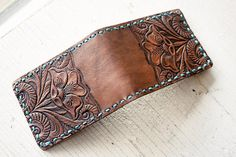 Handmade Leather Wallet - Western Floral - Turquoise and Flowers - Mesa Dreams - Unisex - Gift - Handmade Card Case Bilfold - Informationen zu Handmade Leather Wallet – Western Floral – Turquoise and Flowers – Mesa Drea - Leather Carving, Leather Art, Custom Leather, Leather Tooling, Leather Purses, Tooled Leather, Leather Wallet Pattern, Handmade Leather Wallet, Leather Gifts
