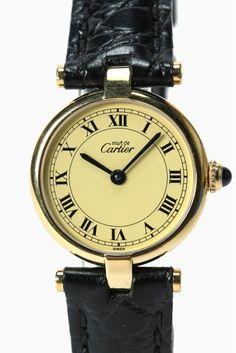must de CARTIER Vendome SM iv  must de CARTIER Vendome SM iv 140400 VintageのCartier VENDOME(ヴァンドーム)が入荷しました!! 前回入荷の際すぐにsold outになってしまったモデルです 薄型のラウンドケースが上品な印象の時計です インデックスは人気の高いオールローマンタイプで アイボリーの文字盤との組み合わせがクラシカルな雰囲気を醸し出しています 飽きのこない定番デザインは本は持っていたい逸品です 1点物の商品になりますのでお早めにお求め下さいませ 素材シルバーゴールドコーティング ベルトイタリアモレラート社製 牛革 ムーブメント電池式 防水性非防水 HIROBの保証が1年つきます オーバーホール済みです USEDの為細かい小傷がある場合がございます あらかじめご了承下さいませ またアンティークウォッチは全てUSED品になりますので ご購入後の返品交換は出来ません 修理等のアフターサービスなどご不明な点がありましたら お気軽にお問い合わせ下さいませ 尚AWの取り扱い注意点に関しましては…