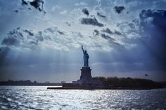 one of the best shots of Miss Liberty...despite the fact i have mixed thoughts for NY..no hard feelings...