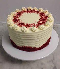 Red velvet wedding cake with cream cheese frosting Birthday Cakes For Men, Red Velvet Birthday Cake, Red Velvet Wedding Cake, Red Velvet Cake Decoration, Cake Design For Men, Bolo Red Velvet, Rodjendanske Torte, Bird Cakes, Birthday Cake Decorating