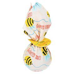 Bee Happy- Ein honigsüßes Geschenk zum Dahinschmelzen, eingewickelt in ein frühlingshaftes Furoshiki
