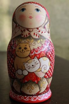 Russian Nesting dolls intrigue you? More than simple decorative objects, they symbolize Russia. So do not hesitate to discover our entire collection ofmatryoshka. Folk Art Flowers, Flower Art, Russian Folk Art, Matryoshka Doll, Doll Crafts, Cat Art, Painting On Wood, Pet Birds, Paper Dolls