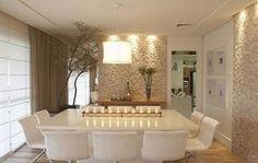 Sala de jantar com textura de pedras. Gosto muito!, isso impossibilita um futuro quadro???