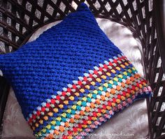 The Lazy Hobbyhopper: Vibrant Cushion 1 ~ No pattern Crochet Pillows, Crochet Cushion Cover, Knit Pillow, Crochet Mittens, Crochet Blanket Patterns, Crochet Yarn, Cushion Pillow, Crochet Home, Crochet Crafts