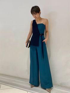 今年らしいワンショルダーデザインをドレスに取り入れ周りと差のつく一枚。ビスチェは取り外し可能でトップ Wedding Outfits, One Shoulder, Formal Dresses, How To Wear, Fashion, Wedding Undergarments, Dresses For Formal, Moda, Fasion