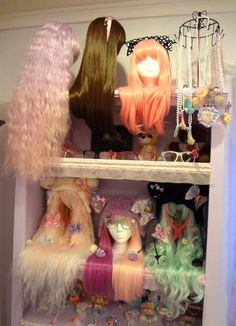 I love the way the wigs and accessories are all laid out on this shelf.