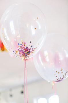 confetti balloons - use a funnel to add cup confetti to balloon, then blow up or add helium. If for NYE party, pop balloons at midnight. Don't use metallic confetti (harder to clean up). Use construction paper/cardstock & hole punch for cheap confetti. Third Birthday, Baby Birthday, It's Your Birthday, Birthday Party Themes, Birthday Ideas, Ballons Brilliantes, Pyjamas Party, Reception Party, Nye Party