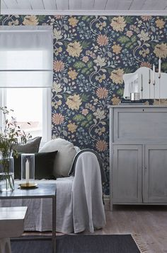 Alicia,Scandinavian design wallpaper Berså from collection by Borastapeter and Eco Wallpaper jotun Beautiful Traditions - 6701 - I Scandinavian Design, Home And Living, Decor, Interior Design, Home, Interior, Classic House, Home Decor, Classic Home Decor