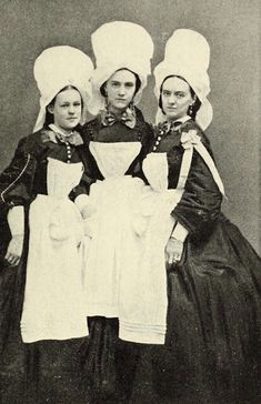 Portrait of three unidentified Sanitary Commission nurses during the Civil War. From Miller's Photographic History of the Civil War.