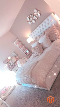 Lovely Pink Bedroom Design Ideas That Inspire You The pink bedroom looks amazing that most of us use the color for the nursery room, girl's room, and others. Read Lovely Pink Bedroom Design Ideas That Inspire You Cool Teen Bedrooms, Bedroom Decor For Teen Girls, Room Ideas Bedroom, Teen Room Decor, Cute Bedroom Ideas For Teens, Girls Bedroom Ideas Teenagers, Nursery Room, Rooms For Teenage Girl, Teen Bed Room Ideas