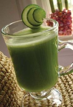 ULTIMATE KIDNEY CLEANSER JUICE Here are two great kidney cleanse recipes. Just throw it all together in the juicer, then drink! You can also use a blender if you want it to be more like a smoothie. Recipe 1 4 Stalks Celery 3 Sprigs Parsley/Cilantro 1 Cucumber Half a lemon Water Recipe 2 2 Apples 4-6 slices Watermelon Water