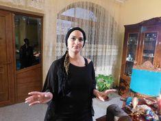 Regina magiei neagre Morgana a filmat cu jurnaliștii ruși de la TVC Moscova Turquoise Necklace, Haiti, New Age, San Antonio, Fashion, Witches, Moda, La Mode