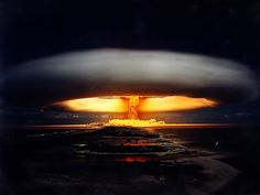 Nuclear Explosions: We can see the explosion of the first H bomb. (This link has some INCREDIBLE images of Nuclear Explosions! Bomba Nuclear, Nuclear Test, Nuclear Bomb, Nuclear Energy, Nagasaki, Hiroshima Japan, Mega Tsunami, Mushroom Cloud, Cloud