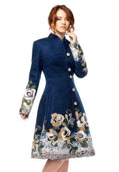 Пальто от Yukostyle глубокого синего цвета с юбкой-годе, контрастным авторским декором, выполнено...