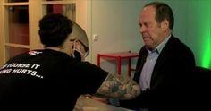 Greffe d'implants sur salariés /// Epicenter, un complexe de bureaux suédois spécialisé dans les nouvelles technologies à Stockholm, a décidé de se familiariser avec cette pratique dont elle ne doute pas qu'elle sera bientôt omniprésente. Avec l'aide d'un groupe de bio-hacker, spécialiste de la modification corporelle, elle a implanté à près de la moitié de ses 700 employés des puces RFID