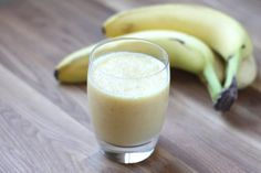 Bananas are a great superfood - and they're even better in juices and smoothies! We're here with 6 healthy recipes you'll have to try to Just Bananas Power Smoothie, Juice Smoothie, Orange Banana Smoothie Recipe, Onion And Banana Juice Recipe, Banana Smoothies, Onion Benefits Health, Barefeet In The Kitchen, Bananas, Detox