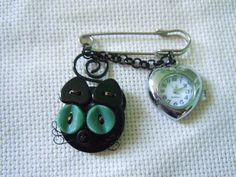 Spille - Spilla Gatto Nero con Orologio - un prodotto unico di…